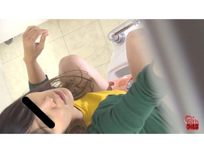 女と目が合うウンコトイレ3 ~出したウンコを見られた女~